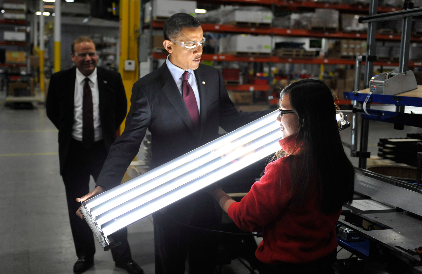 Obama tours Orion Energy plant in Manitowoc, Wisconsin