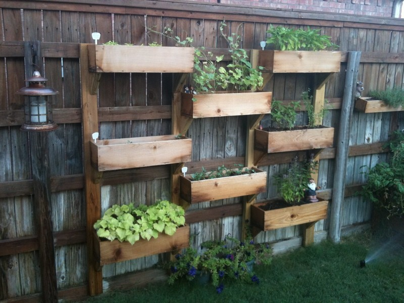 DIY-Vertical-Wooden-Box-Planter-11