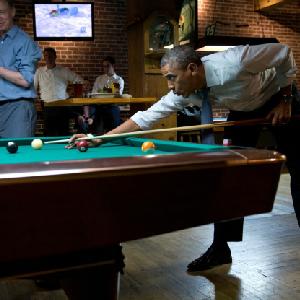 obama shooting pool