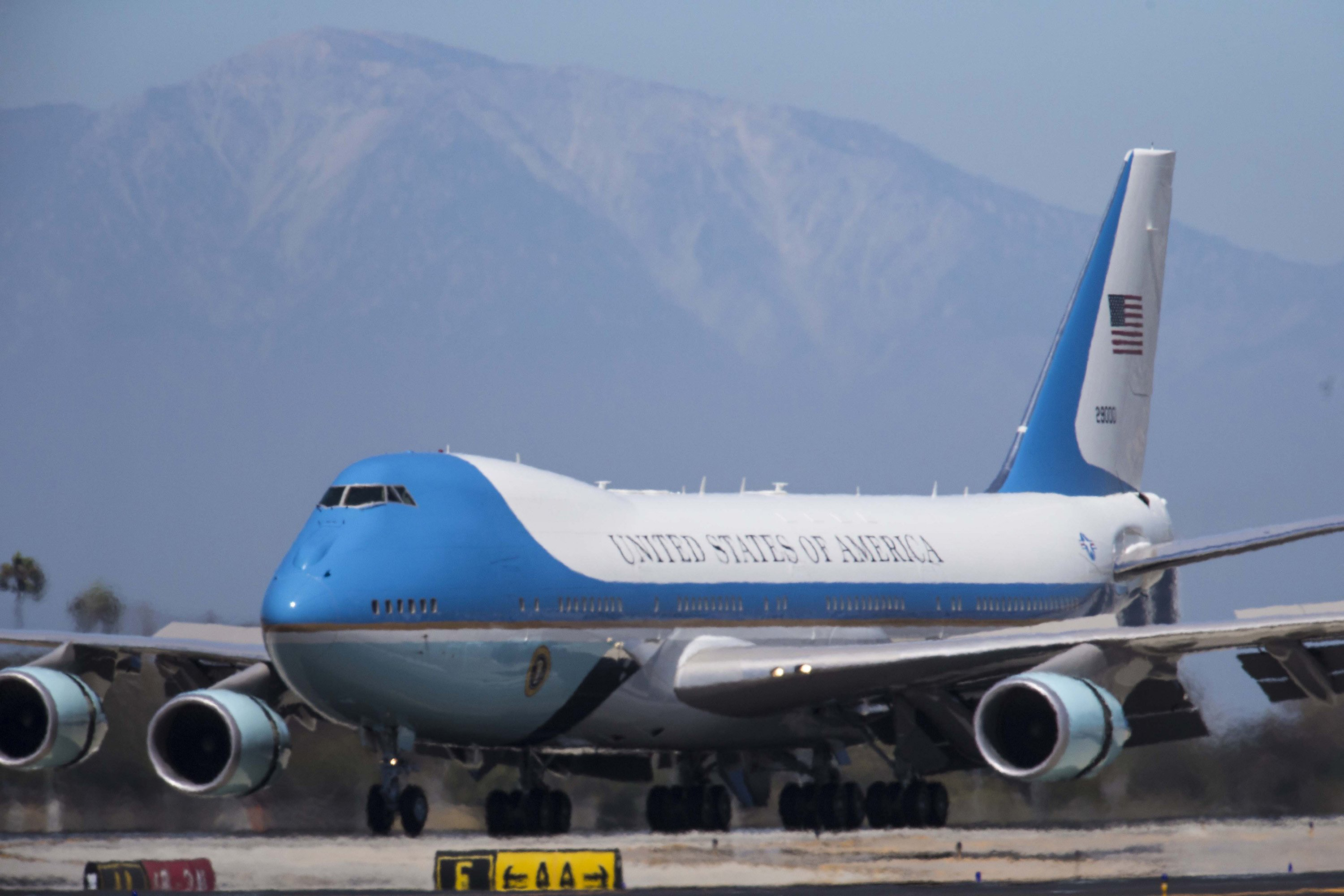 trump wants the contract to build a new air force one. Black Bedroom Furniture Sets. Home Design Ideas