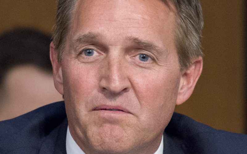 Trump attacks GOP senators Flake, Graham